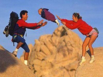 子供をポーンと飛ばす酷い親!の合成写真