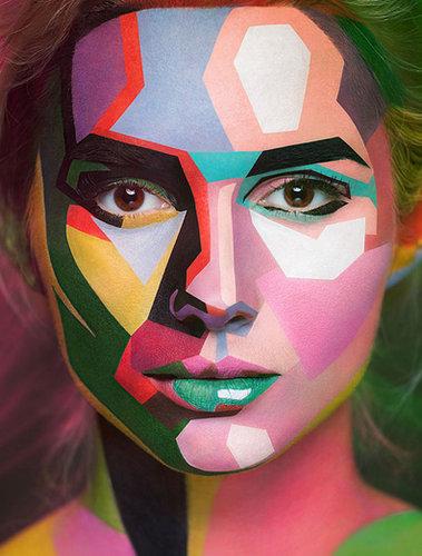 メイクの力で絵画のような顔に変身した化粧アートの写真