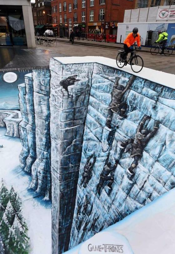 道路に描かれた驚くべき立体アートの写真