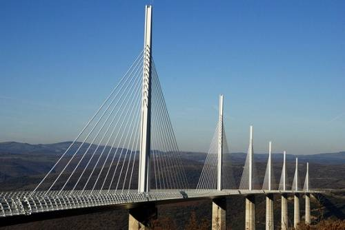 世界一高い橋フランスの「ミヨー橋」がカッコいい写真