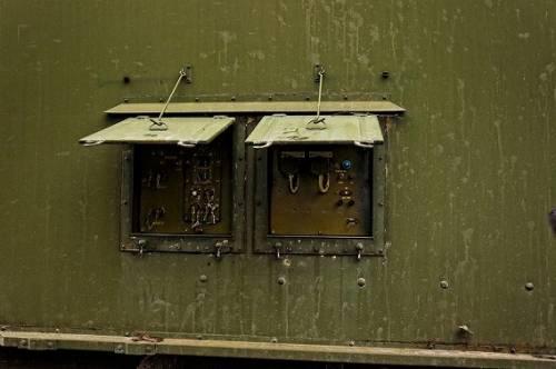 ロシアの森に放置された軍用車両の写真