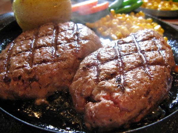 見ているだけで食べたくなる美味しいハンバーグの写真