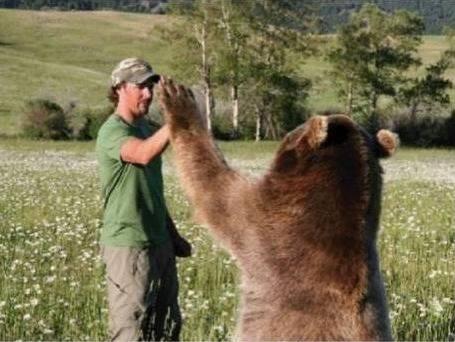 山で拾ってきた赤ちゃん熊がこんなに大きく