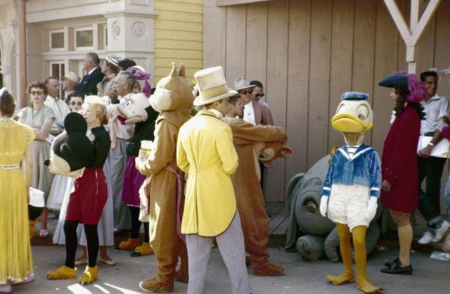 オープン直後のディズニーランドを撮影した写真