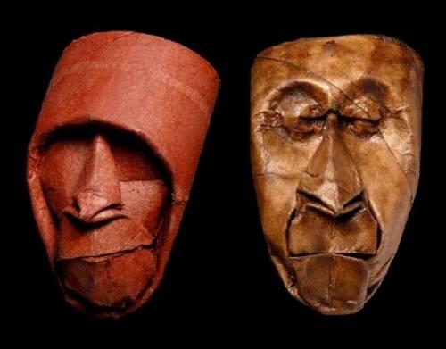 トイレットペーパーの芯で作られた人の顔の写真