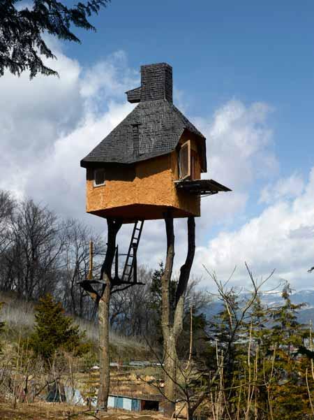 メルヘンチックでおとぎ話に出てきそうなお家の写真